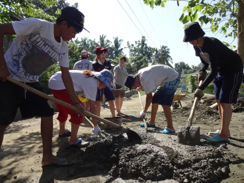 フィリピンワークキャンプ・セメント作り